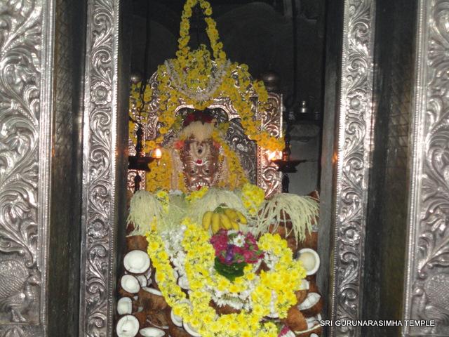 ಶ್ರೀಗುರುನರಸಿಂಹ ದೇವರಿಗೆ 100೧  ಕಾಯಿ ಮುಡುಗಣಪತಿ ಸೇವೆ