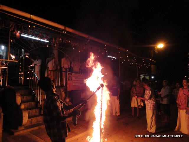 ಶ್ರೀಆಂಜನೇಯ ದೇವಳದಲ್ಲಿ ಸಾಂಪ್ರದಾಯಿಕ ಅಚ್ಚಡ ಸುಡುವ ನೋಟ