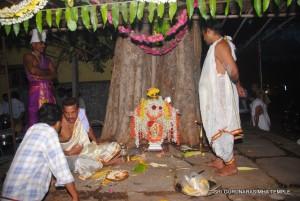 ಅಶ್ವತ ಕಟ್ಟೆಯಲ್ಲಿ ಪೂಜೆಗೊಳ್ಳುತ್ತೀರುವ ಶ್ರೀದೇವರು